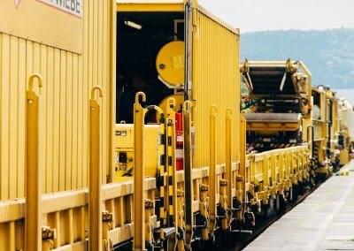 Der bis zu 235 Meter lange Bauzug gewährleistet höchste Gleisbauqualität.