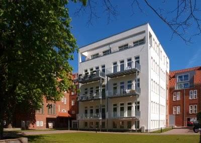 Umfassende Umbaumaßnahmen haben aus der alten Grundschule einen attraktiven Wohn- und Gewerbestandort gemacht.
